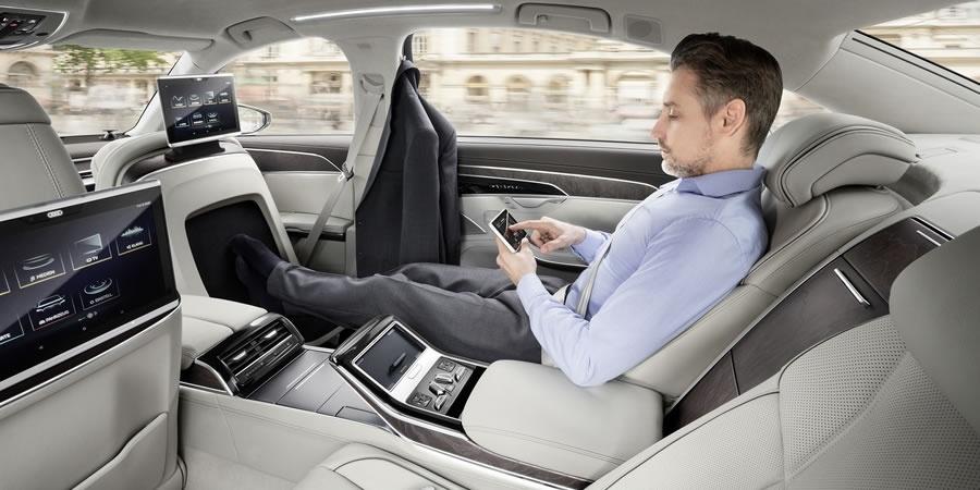 Yeni Audi A8'in tüm kontrolleri parmaklarınızın ucunda