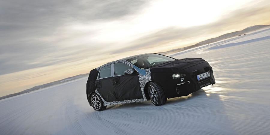 Hyundai i30 N, Thierry Neuville ile buz üstünde