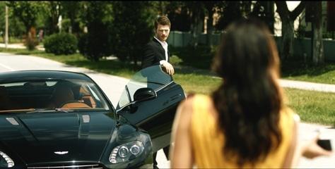 Kıvanç Tatlıtuğ mu, Aston Martin mi?